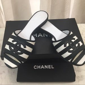 🆕 Chanel CC stripped Sandals 🏖 🌞
